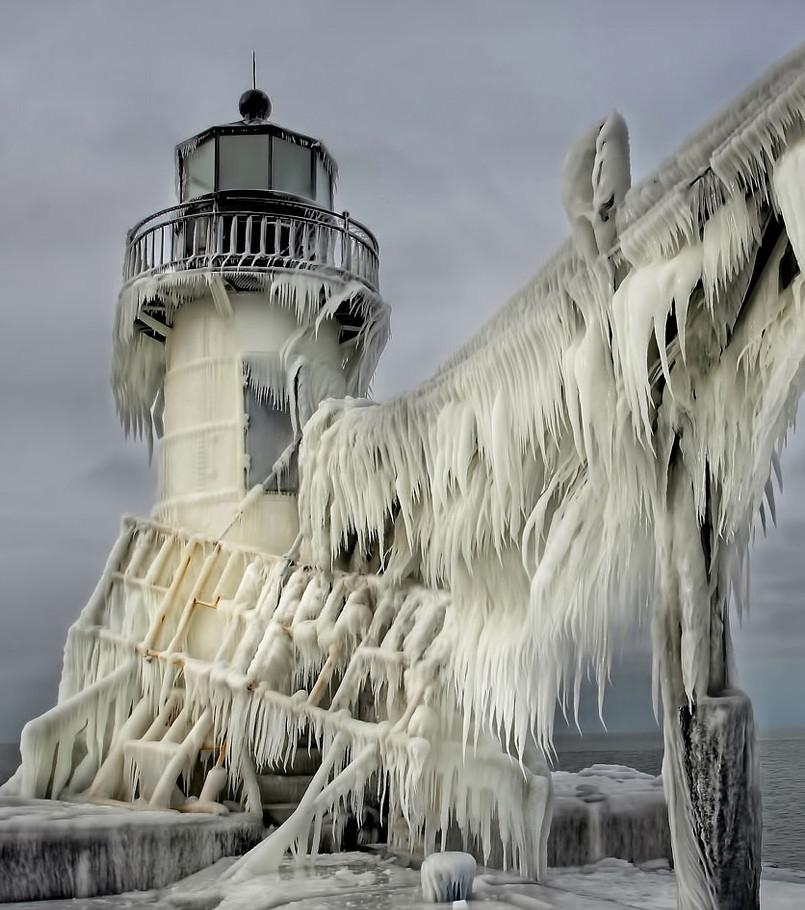 un-phare-du-lac-michigan_68238_wide