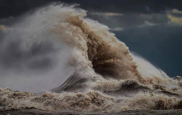 waves-12-900x570