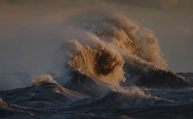 waves-3-900x559