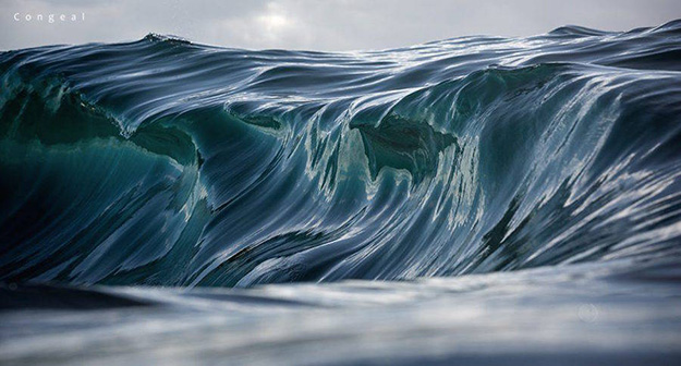 Superb-Photographs-of-Waves-About-to-Break1-900x484