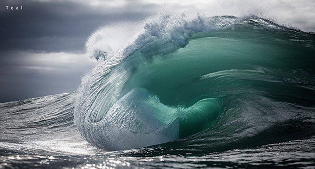 Superb-Photographs-of-Waves-About-to-Break2-900x484