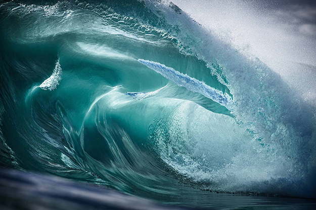 Superb-Photographs-of-Waves-About-to-Break4-900x600