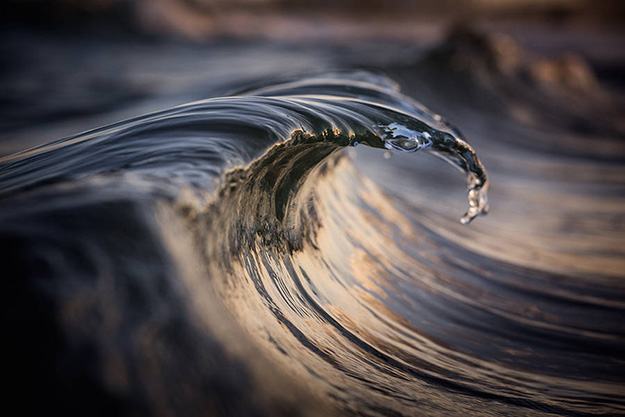 Superb-Photographs-of-Waves-About-to-Break5-900x600