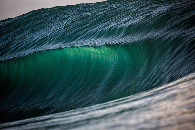 Superb-Photographs-of-Waves-About-to-Break6-900x600