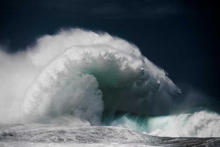 Les-photos-de-vagues-gigantesques-de-Luke-Shadbolt-3