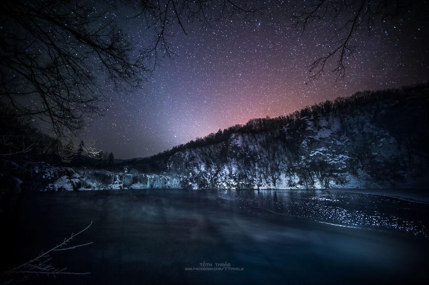 Les-magnifiques-cascades-gelees-des-lacs-de-Plitvice-par-Tamas-Toth-11