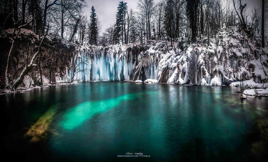 Les-magnifiques-cascades-gelees-des-lacs-de-Plitvice-par-Tamas-Toth-5