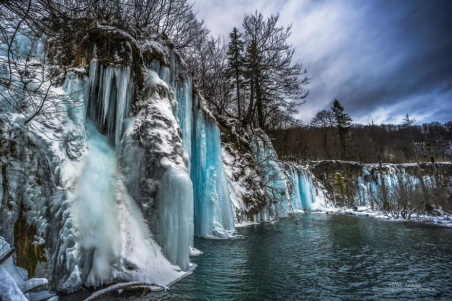 Les-magnifiques-cascades-gelees-des-lacs-de-Plitvice-par-Tamas-Toth-6