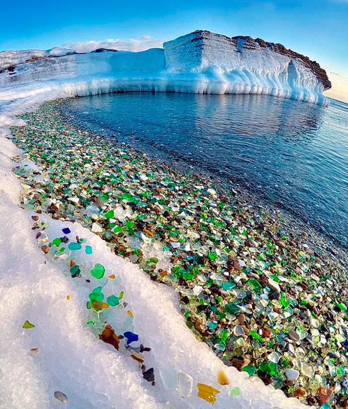 Oussouri-Bay-Glass-Beach-magnifique-plage-de-bouteilles-de-verre-1