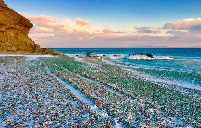 Oussouri-Bay-Glass-Beach-magnifique-plage-de-bouteilles-de-verre-3