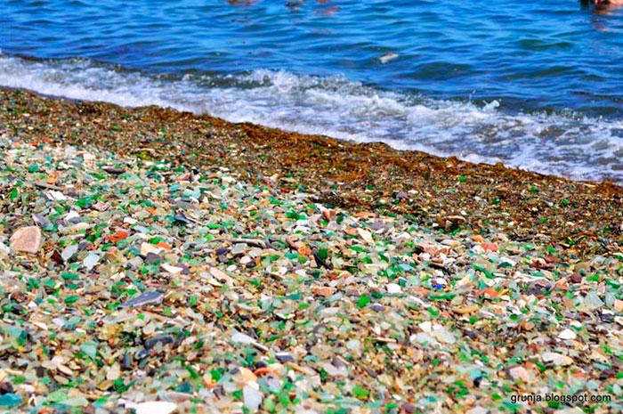 Oussouri-Bay-Glass-Beach-magnifique-plage-de-bouteilles-de-verre-5