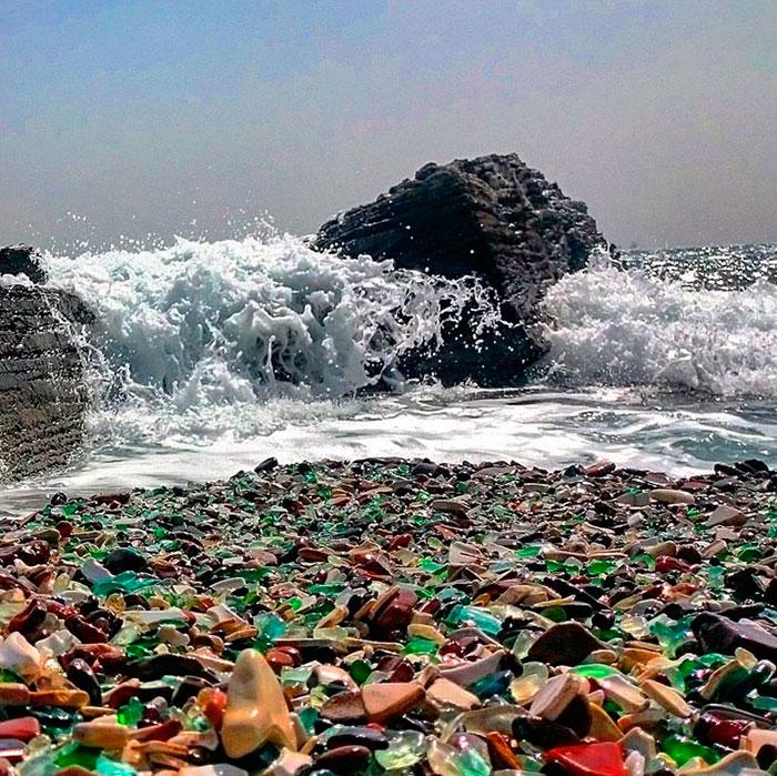 Oussouri-Bay-Glass-Beach-magnifique-plage-de-bouteilles-de-verre-8