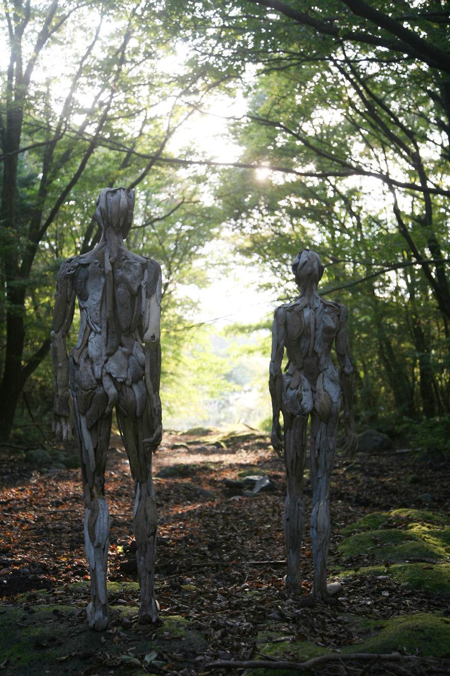 les-personnages-fantomatiques-en-bois-flotte-de-Nagato-Iwasaki-3