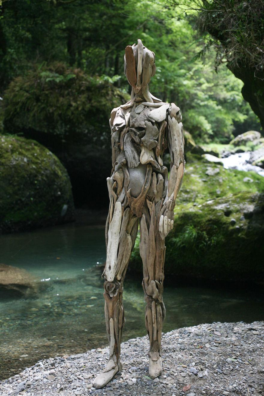 les-personnages-fantomatiques-en-bois-flotte-de-Nagato-Iwasaki-4