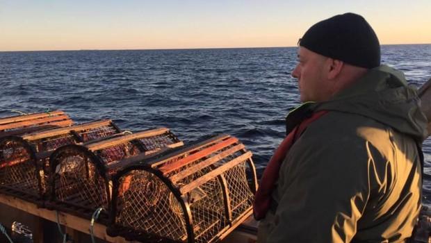 pecheur-avec-casiers-de-homard