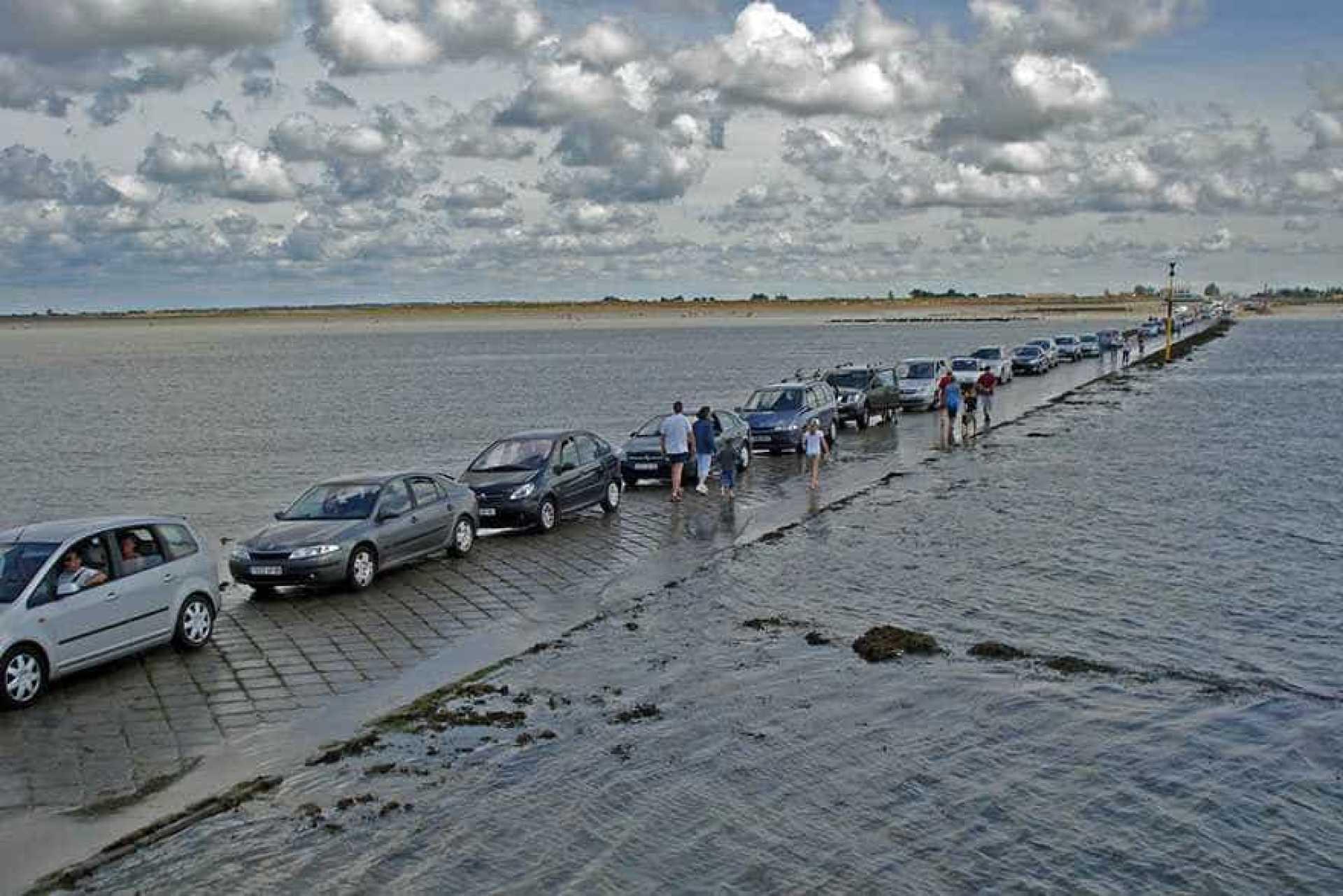 Le-passage-du-Gois-une-etonnante-route-praticable-seulement-a-maree-basse-4