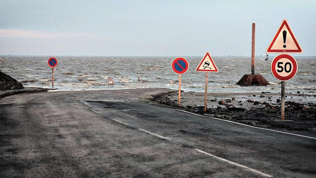 Le-passage-du-Gois-une-etonnante-route-praticable-seulement-a-maree-basse-6