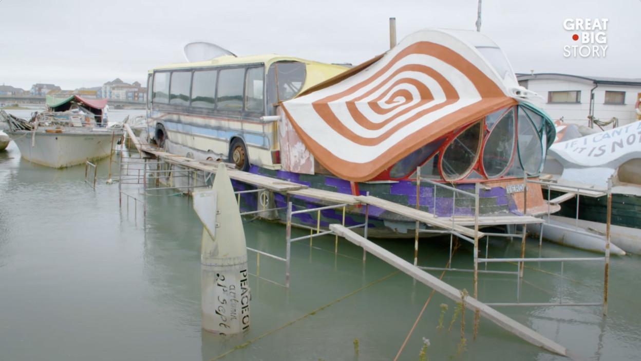 houseboat-2-624x351@2x