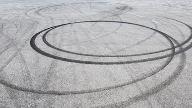 image-acadienne-spin-chemin-tire-pneu
